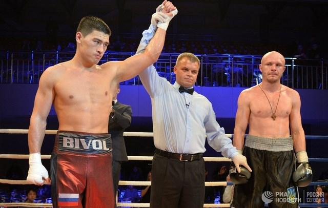 Дмитрий Бивол и Сергей Кузьмин побеждают в Екатеринбурге (2)