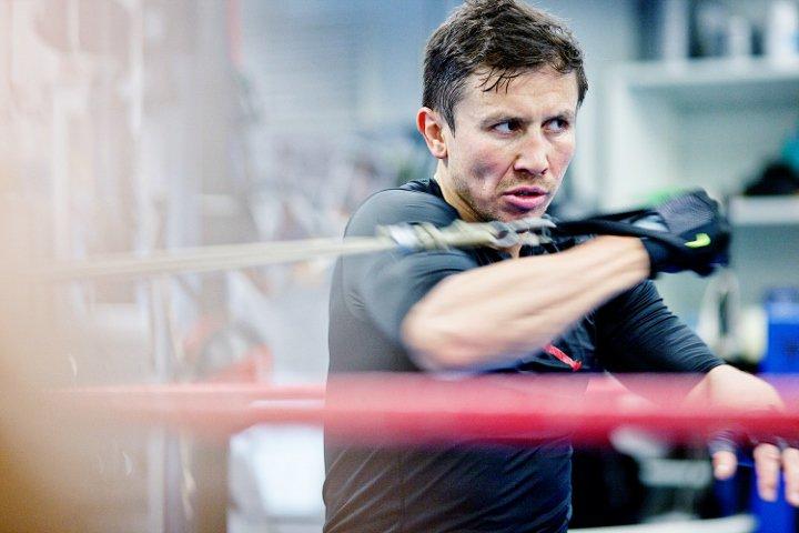 Геннадий Головкин продемонстрировал свои мускулы (1)