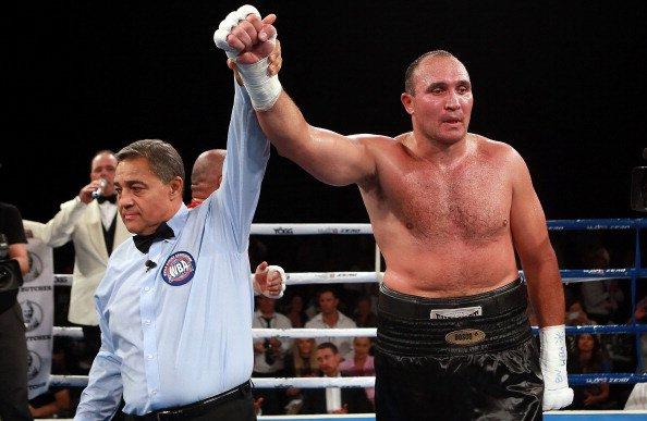 Александр Устинов с нокаутом вернулся на ринг (1)
