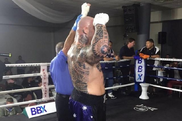Лукас Браун выиграл первый бой после дисквалификации (1)
