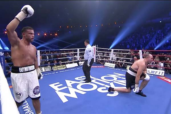 Русский боксёр Устинов уступил Чарру вбою затитул стабильного чемпиона WBA